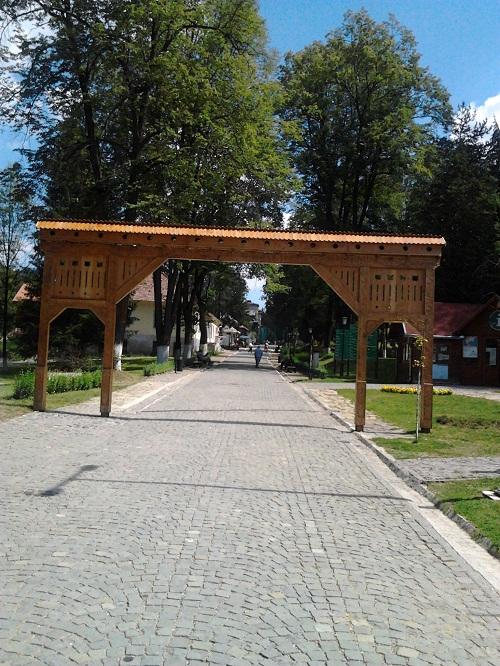 Borszéki  székely kapu az üdülő bejáratánál