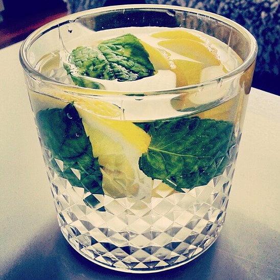 Hogyan méregtelenítsünk egy pohár vízzel?