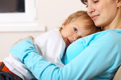 """Képtalálat a következőre: """"gyermekét ölelő anya kép"""""""