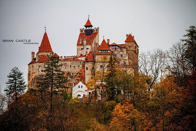 A vámpírrajongók kedvenc zarándokhelye: az erdélyi törcsvári kastély