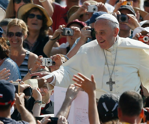 Ferenc pápa sajnálat nélkül sújtott le a Vatikán tekintélyelvű méltóságaira