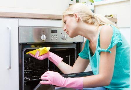 Hatékony és természetes tisztítószer a sütő tisztítására