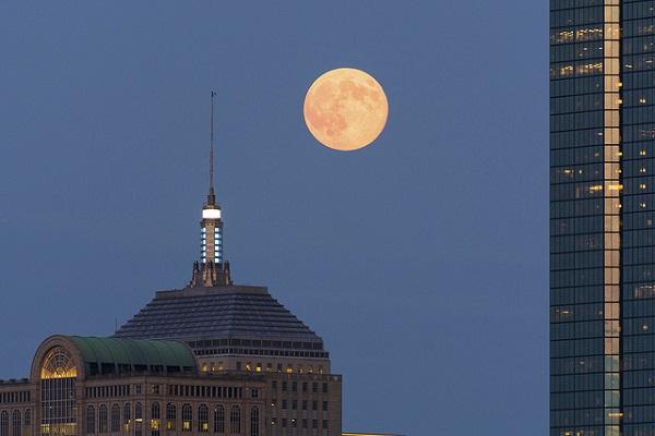 A Hold és az emberi tudat: hogyan befolyásol minket?