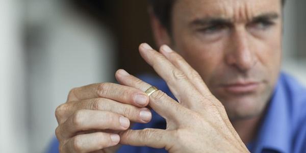 """Ez volt a pillanat, amikor belém hasított az érzés: """"Válni kell""""! – 10 férfi őszinte vallomása a válásuk okáról"""