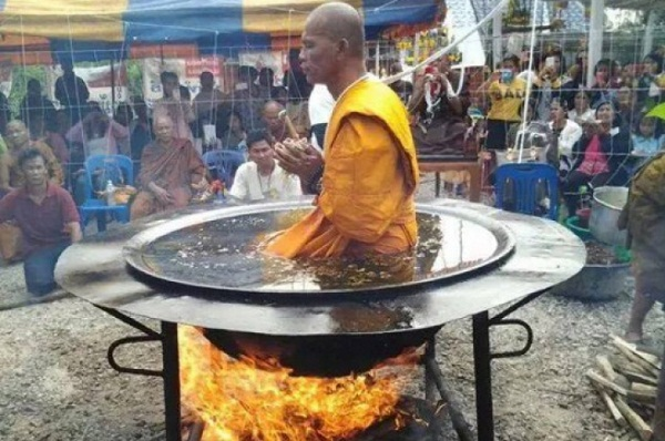 Sokkolta a világot ez a buddhista szerzetes. Hihetetlen dolgot művel!