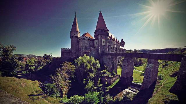 A vajdahunyadi kastély falai hátborzongató titkokat rejtenek – legendák, melyek a frászt hozzák a turistákra!