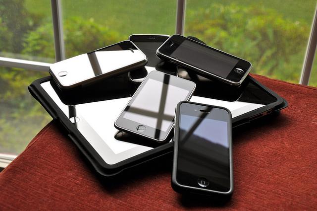 Így védjünk magunkat a mobiltelefonunk rákkeltő sugárzásával szemben!