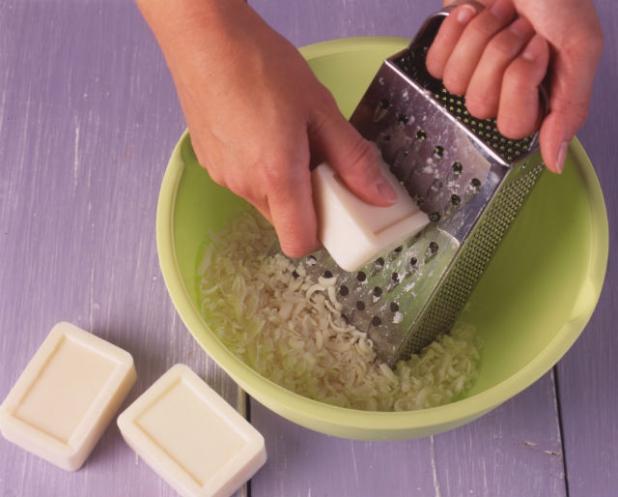 Így kell természetes alapanyagokból hidratáló házi szappant készíteni