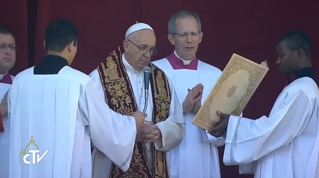 """""""Isten kegyelme kiutat mutathat az emberileg megoldhatatlan helyzetekből""""- A migránsokra és azok segítőire is kéri az áldást Ferenc Pápa"""