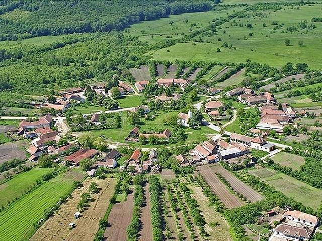 Létezik egy falu Romániában, amelynek szerkezete szabályos kört alkot! Csodálatos!