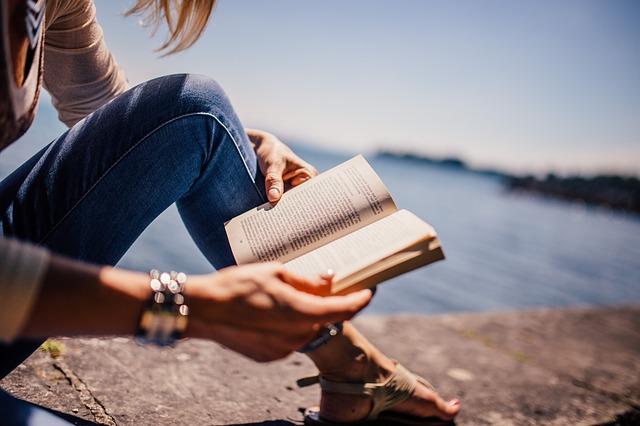 Tudományosan is bizonyított: többet él az, aki olvas!