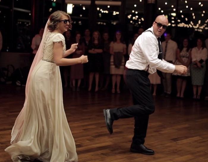 Ez az apuka teljesen lenyűgözte a násznépet, amikor felkérte lányát az esküvőn! – VIDEÓ