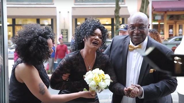 Barátja sokkoló esküvőt tervezett a lánynak, akinek 5 órával azelőtt kérte meg a kezét! – VIDEÓ