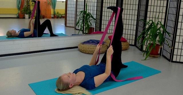 Ha térdfájdalmak kínoznak, próbáld ki ezt az egyszerű 5 nyújtási gyakorlatot!