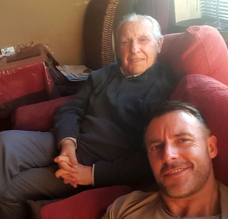 Az idős férfi már nem ismerte fel a családját, ekkor a fia olyan ötlettel állt elő, ami mindent megváltoztatott!