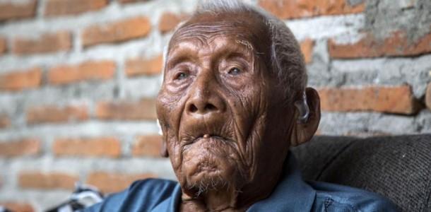"""Ő a világ legidősebb embere! Már az első világháború idején is """"benne volt a korban""""!"""