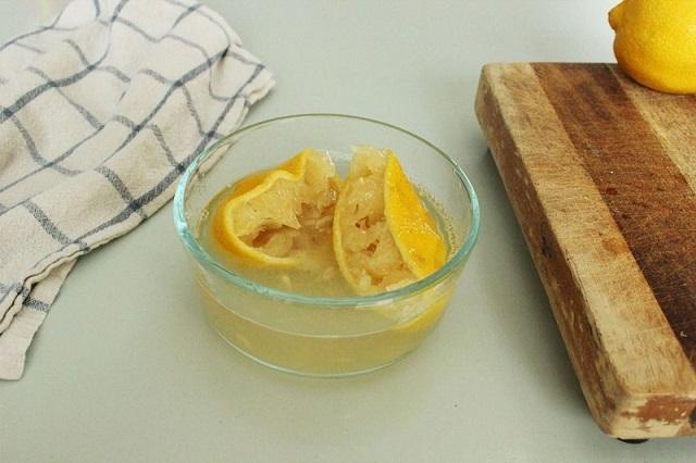 Vizet és citromot tett egy tálkába, majd betette a mikróba. Amikor megtudta miért, én is hamar kipróbáltam…