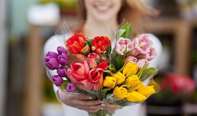 Ezzel a módszerrel tovább frissek maradnak a vágott virágaink a vázában!