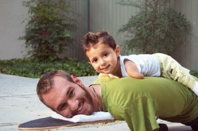 """Nick Vujicic: """"Amikor a kisfiam sír, nem tudom átölelni. Ilyenkor ő jön engem átölelni!"""""""