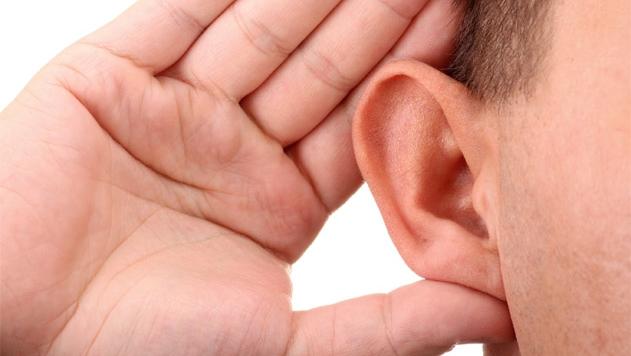 A halláskárosodás jelei, amelyeket nem szabad figyelmen kívül hagyni!