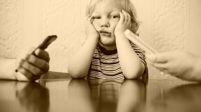 """""""Okostelefon szeretnék lenni!"""" – egy kisfiú meghatóan őszinte levele a mai felnőttekhez"""