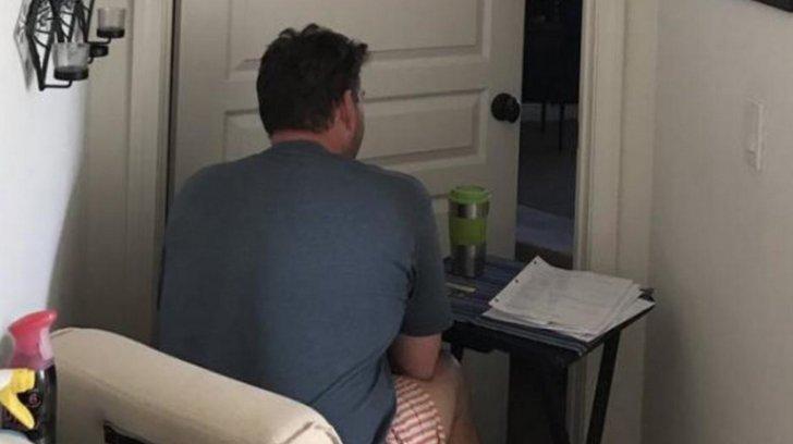 A férfi nap, mint nap órákat ült a felesége hálószobája előtt. Ha megtudod miért, nem bírod ki sírás nélkül!