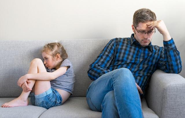 A gyereked egész életedben szeretni fog és melletted lesz, ha elkerülöd a következő 7 nevelési hibát!