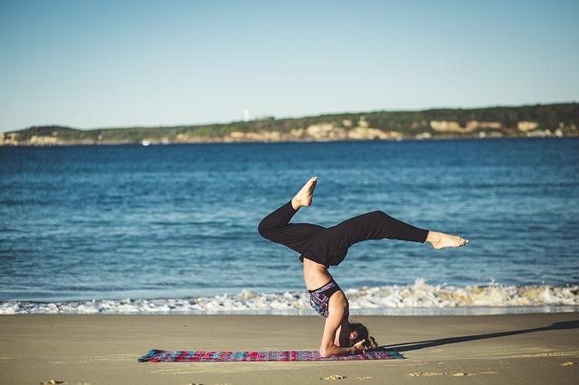 A jóga épp olyan hatásos lehet a derékfájdalmakra, mint a fizikoterápia
