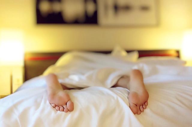 Ezzel a relaxációs gyakorlattal mindössze 60 másodperc alatt könnyedén álomba tudsz zuhanni!