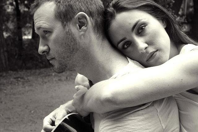 11 figyelmeztető jele annak, hogy érzelmileg a párodtól függsz!