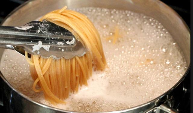 Így főzz spagettit a legrövidebb idő alatt. Az olasz szakácsok titkát áruljuk el