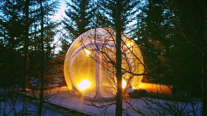 """Izlandon ilyen """"gömbökbe"""" töltve az éjszakát csodálhatjuk meg az """"Aurora Borealist""""!"""