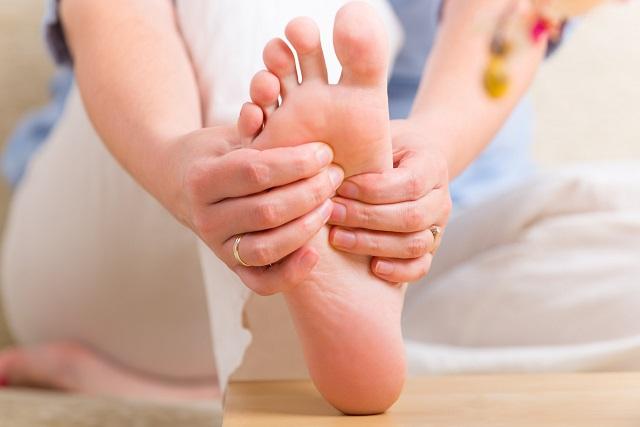 Mindössze 5 perces lábmasszázzsal enyhíthetőek a megfázás tünetei! – A reflexológia csodálatos hatásai