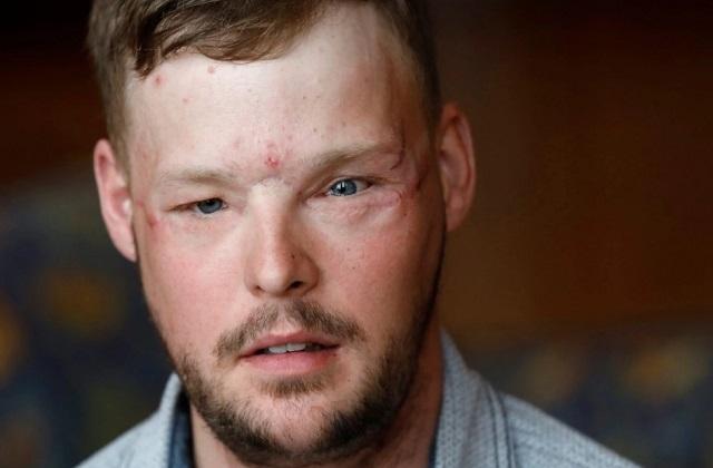 Könnyekbe tört ki az özvegy feleség, amikor meglátta öngyilkos férje arcát egy másik férfin