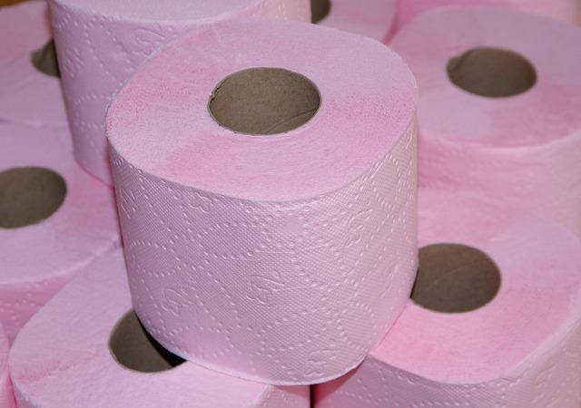 Tudtad, hogy ilyen veszélynek teszed ki magad, ha színes WC-papírt használsz?