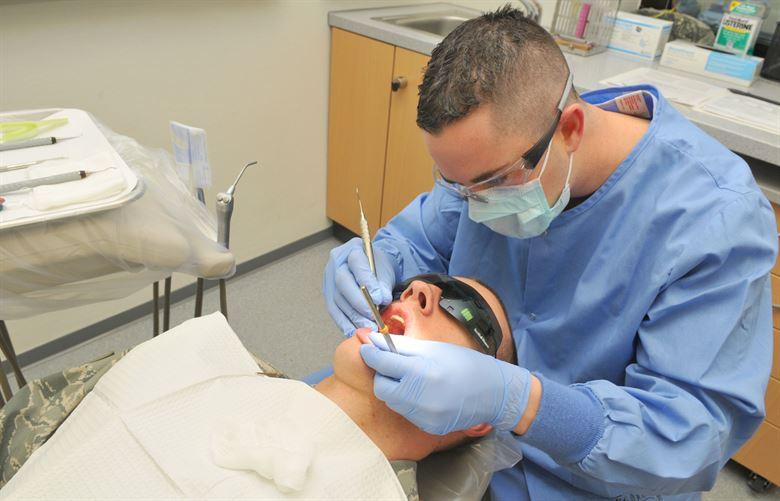 Egy újabb elmélet a fogszuvasodásról! A savas közeg miért nem hat a nyálkahártyára, fogínyre vagy a nyelvre?