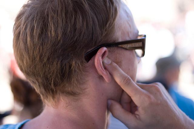 Milyen okok állhatnak egy banálisnak tűnő fülfájás mögött?