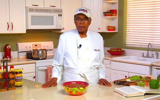 Ezeknek az élelmiszereknek köszönheti ez a férfi, hogy megérte a 116. születésnapját!