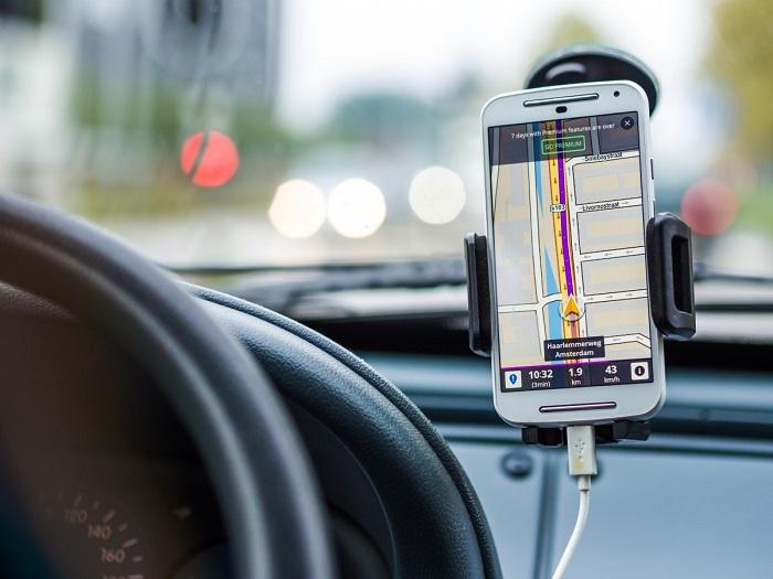 Ezért ne töltsd a telefonodat az autóban!