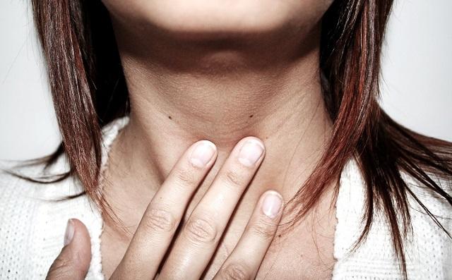 10 jel, ami pajzsmirigy megbetegedésre utalhat!