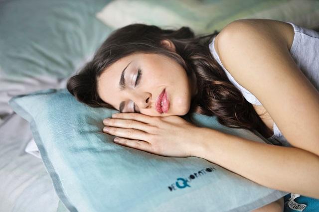 Álmatlanság gyötör? Ezzel a 3 egyszerű, meditációs technikával könnyedén javíthatsz az alvásminőségeden!