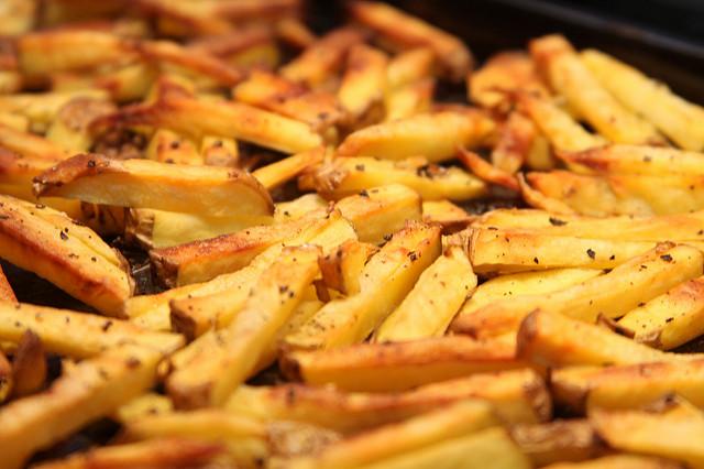 Szeretnél finom, házi sültkrumplit majszolni? Elhoztuk neked a legjobb receptet!