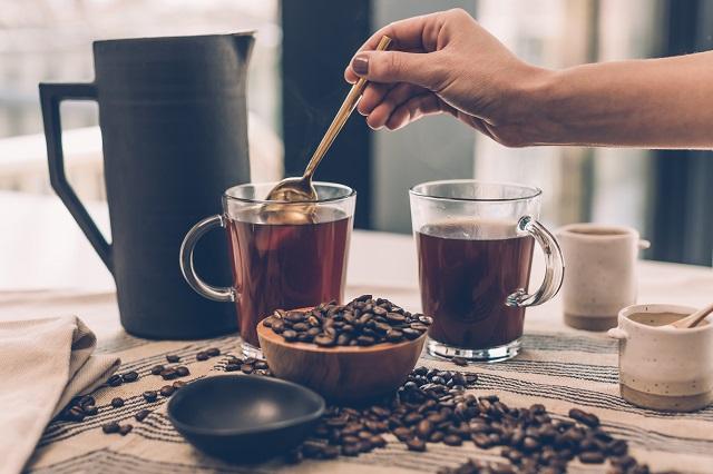 Ezt az egy dolgot hagyd ki a reggeli kávédból és könnyedén búcsút inthetsz a fölösleges kilóknak!