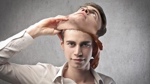 Ezzel az 5 manipulatív mondattal kerget az őrületbe a narcisztikus személy!