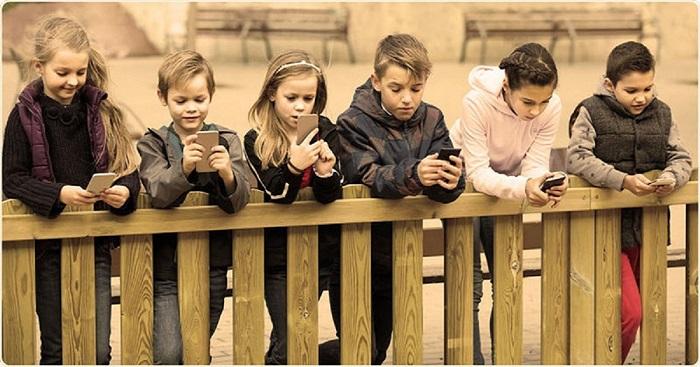 Gyerekek és az okostelefon: Rosszabb a helyzet, mint azt gondoljuk