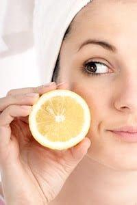 Így használd a citromot a pattanások kezelésére