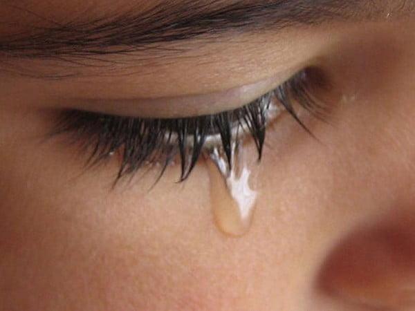 Mikroszkóp alatt vizsgálták az öröm és bánat könnyeit. Bámulatos felfedezésre jutottak!