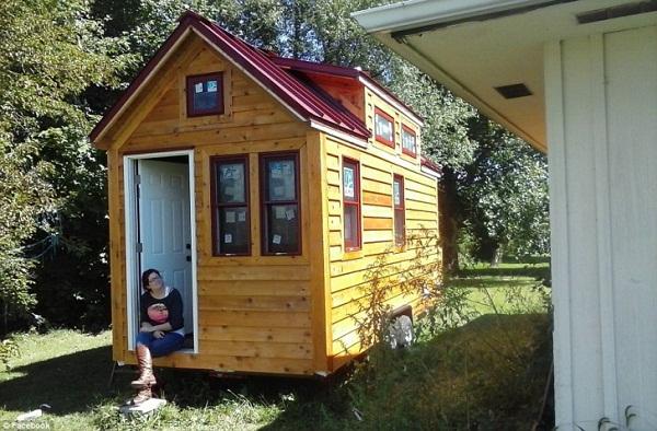 Így néz ki belülről a 14 négyzetméteres ház, amiben egy boldog család lakik!