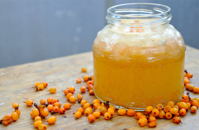 Töltsük fel C-vitamin készletünket! Készítsünk homoktövisből és mézből fantasztikus csodaszert