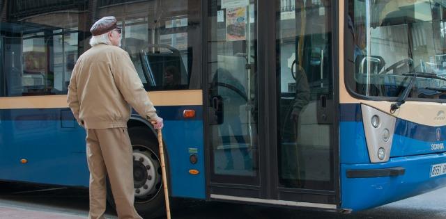 idos-bacsi-buszra-var